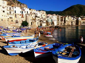 http://historicaldesign.com/wp-content/uploads/2014/09/john-elk-iii-fishing-boats-on-beach-at-seaside-resort-cefalu-italy1.jpg