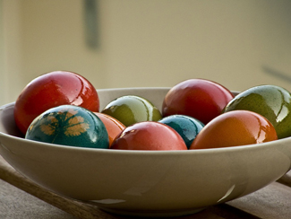 http://historicaldesign.com/wp-content/uploads/2014/12/2-BR-colored-eggs.jpg