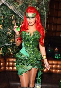 http://historicaldesign.com/wp-content/uploads/2015/01/Kim_Kardashian_Midori_Green_HaloCostume_Party_Vettri.Net-17.jpg
