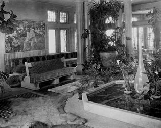 http://historicaldesign.com/wp-content/uploads/2015/01/Laurelton-Hall-interior.jpg