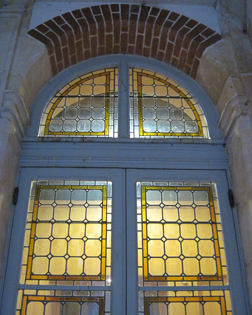 http://historicaldesign.com/wp-content/uploads/2015/02/2-BR-stained-glass-doors.jpg