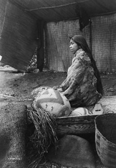 http://historicaldesign.com/wp-content/uploads/2015/02/Edward-S.-Curtis-A-Skokomish-Indian-chiefs-daughter.jpg