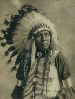 http://historicaldesign.com/wp-content/uploads/2015/02/Indian_Chief_with_Head_Dress.jpg