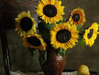 http://historicaldesign.com/wp-content/uploads/2015/03/sunflowers_bouquet_vase_table_pear_still_life_napkin_35423_1280x960.jpg