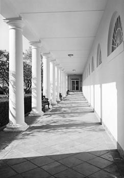 http://historicaldesign.com/wp-content/uploads/2015/07/west-wing-colonnade.jpg